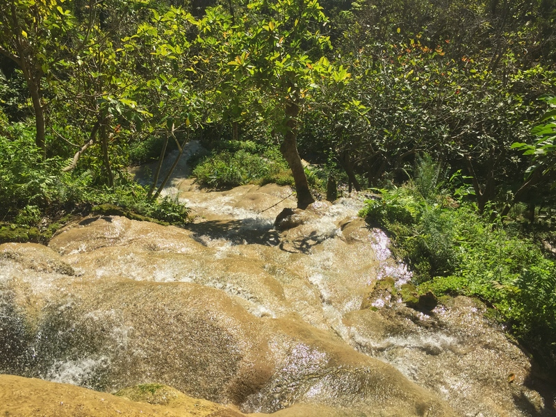 best time to visit the sticky waterfall without the crowds
