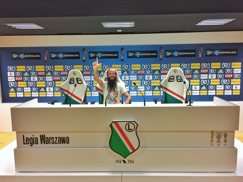 legia warsaw hand sign