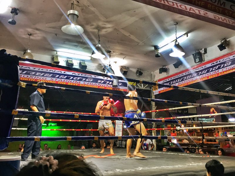 muay thai fighting at thaepae gate
